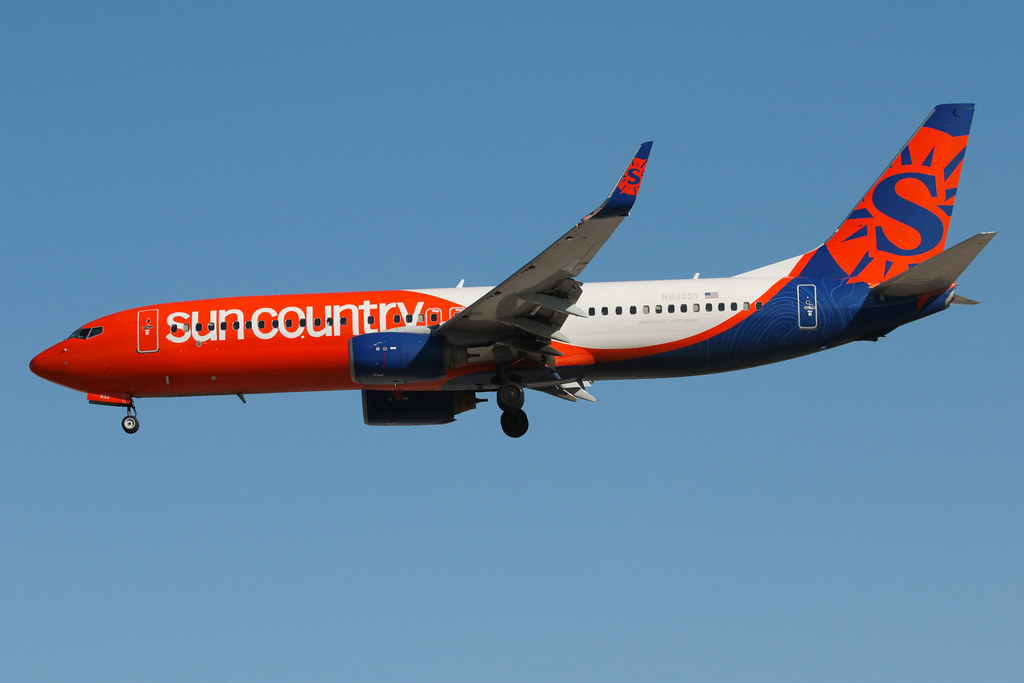Sun Country Airlines Boeing 737-8KN N833SY 200227 LAS