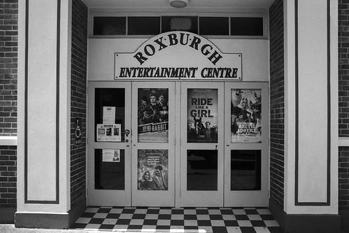 roxburgh otago southisland newzealand cinema architecture film 35mmfilm bw monochrome pentaxmx tokina28mmf28 kodak kodaktrix400