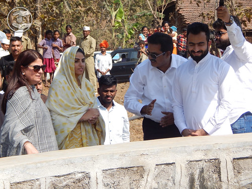 HH with Rev Ramit Ji and Rev Bindiya Chhabra Ji viewing the Well area