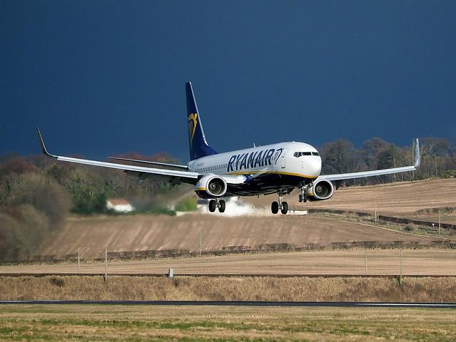 Boeing 737NG 8ASW 9H-QCQ Air Malta Ryanair EGPH 07053020 0