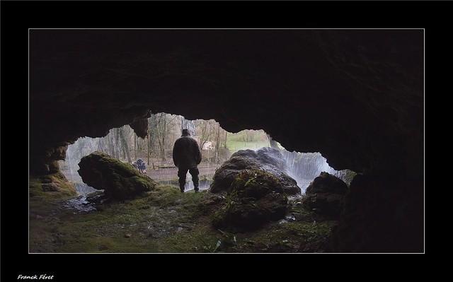 dans la grotte de la cascade de l'Adhuy- Amondans