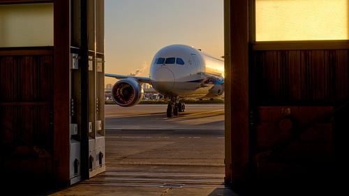 hangar tokyohaneda boeingdreamliner boeing787 allnipponairways aircraftmaintenancefacility sunset aircraft airplane slidingdoors closingtime