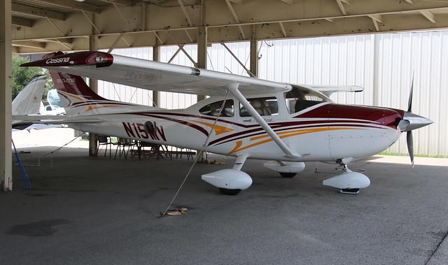 Cessna 182 N15MV Addison TX 17/07/18