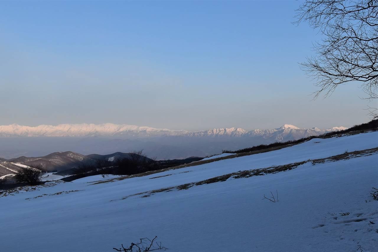 四阿山から眺める北アルプスと北信五岳