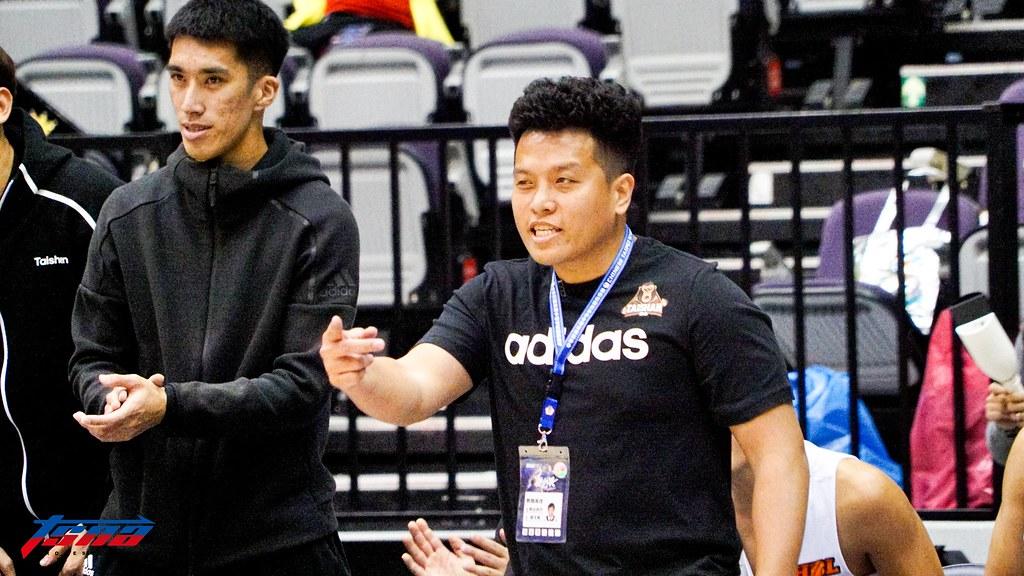 泰山高中教練廖文彬,旁為助教張立杰。(記者賴柏安攝)