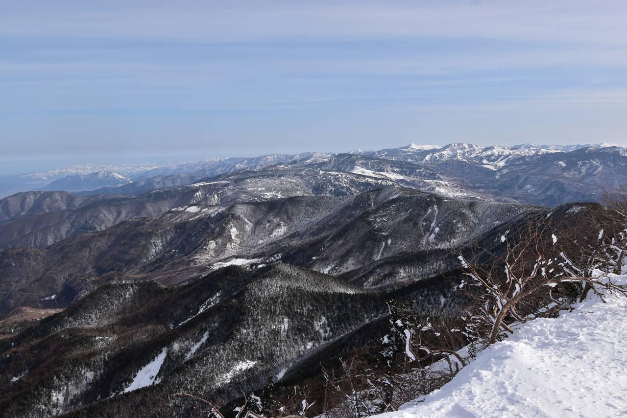 四阿山から眺める志賀高原・草津の展望