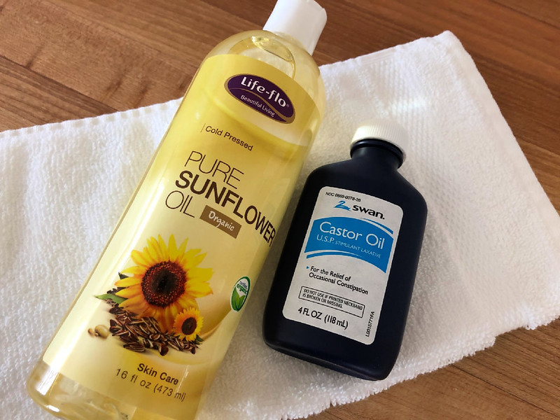 the oil cleansing method using castor oil and sunflower oil