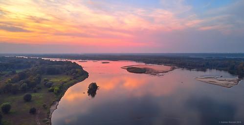 mavicair aerialphoto dronephoto drone autumn vistula wisła mazowsze poland polska jesień sunset river sky srgb clouds