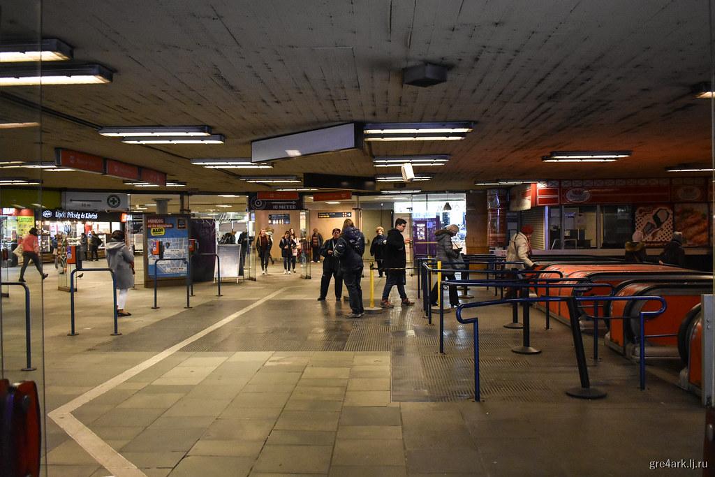 Контролёры на спуске в метро, Будапешт