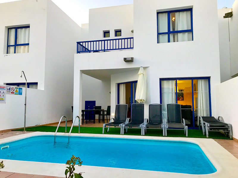 3-bedroom apartment with pool