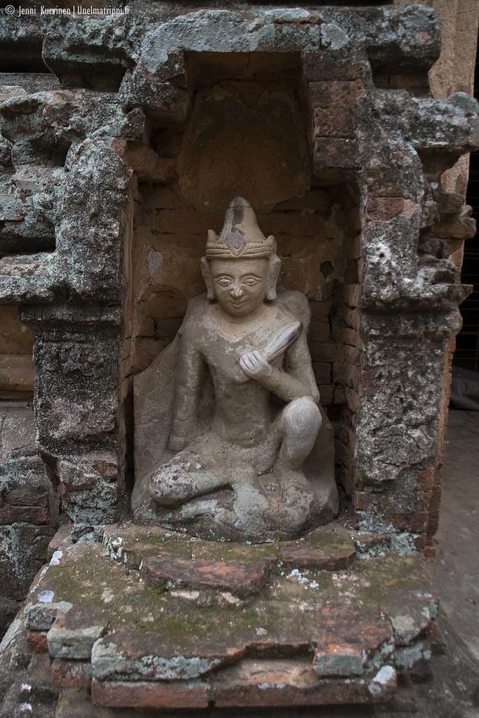 Patsas temppelillä Baganissa