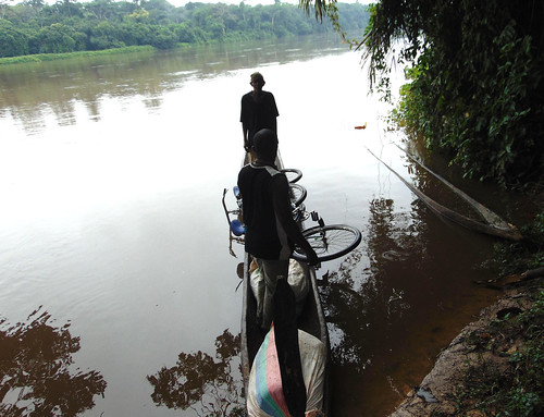 Crossing with bikes to the other side of Lindi River