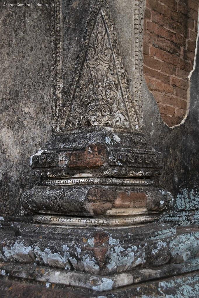 Dhammayazaka-pagodin yksityiskohtien katselussa saa kulumaan pitkän tovin