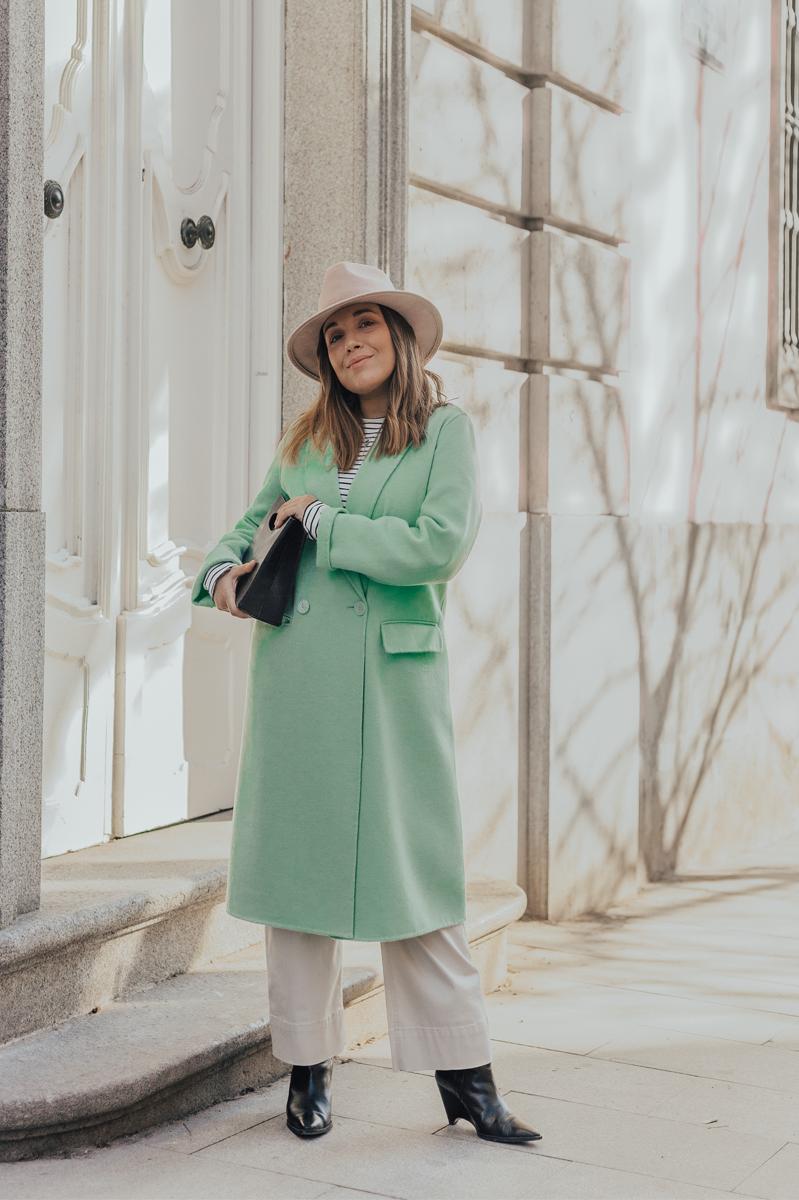 abrigo verde pastel look