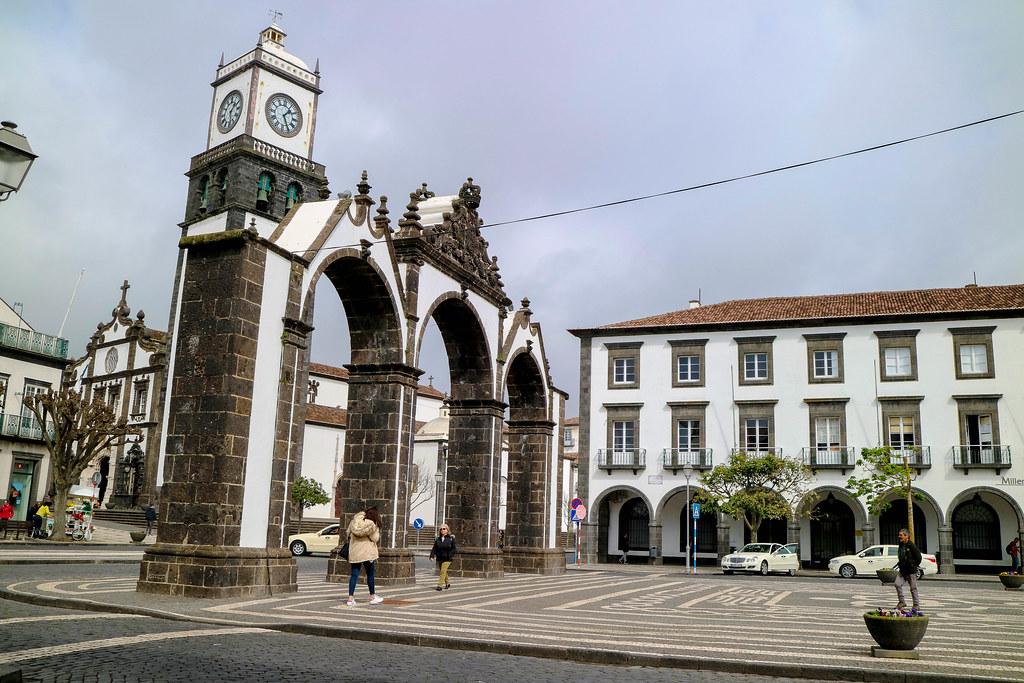 Portas de la ciudad de Ponta Delgada es una visita imprescindible en São Miguel