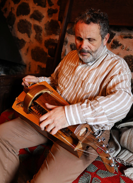 Francisco Almuíña, zanfonista da Casa do Romualdo