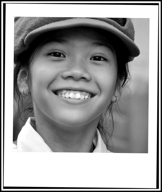 Le tres doux visage d'une jeune fille de Saigon au Vietnam