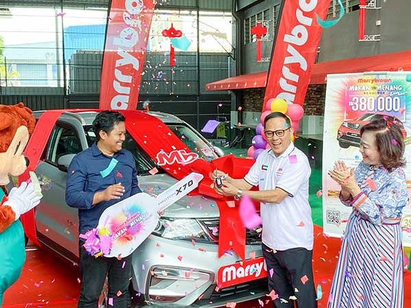 "Marrybrown ""Makan & Menang"" Prize-Giving Ceremony : Key Handover.."