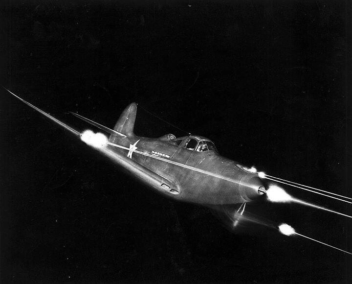 warhistoryonline: Bell P-39 Airacobra firing all weapons at night. https://wrhstol.com/2IznPeA