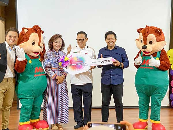 "Marrybrown ""Makan & Menang"" Prize-Giving Ceremony :  X70 winners"