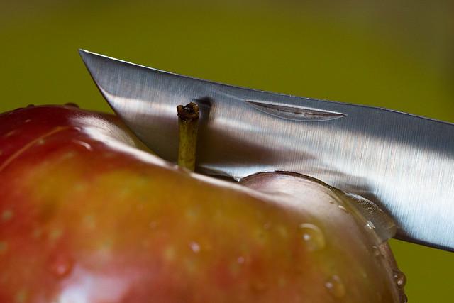 Croquer la pomme... Crunch the apple...