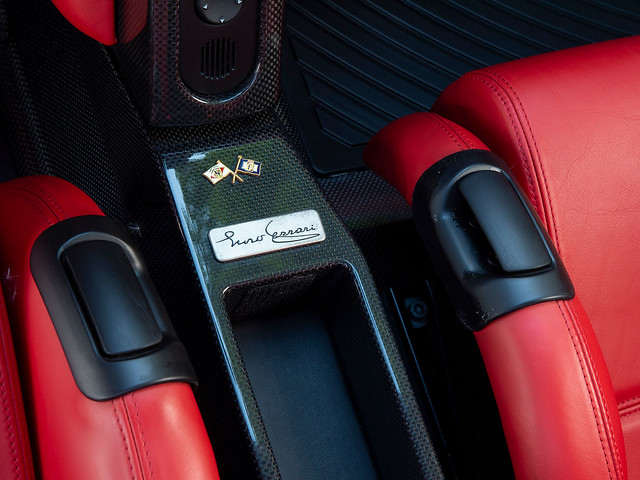 Ferrari-Enzo-26