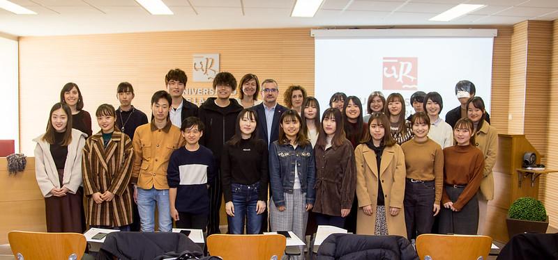 Entrega de diplomas Estudiantes de la Universidad de Kyoto Sangyo
