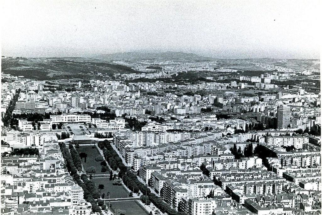 Vista aérea da Alameda na aprox. à pista 36 da Portela, Lisboa (Cte. A. Cunha, 1968)