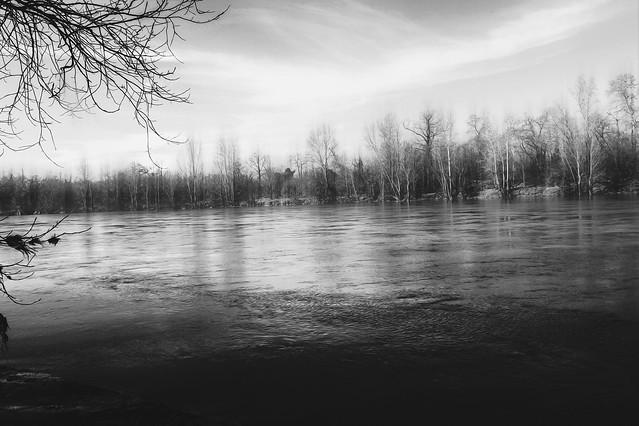 « L'amour est un fleuve où les eaux de deux rivières se mêlent sans se confondre. »