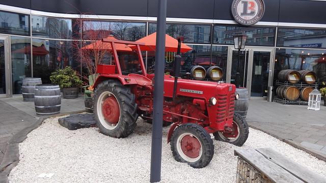 ab 1960 Schlepper McCormick D430 Standard von International Harvester (IHC) Karl-Liebknecht- Rosa-Luxemburg-Straße in 10178 Berlin-Mitte