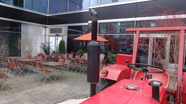ab 1960 Auspuff am Schlepper McCormick D430 Standard von International Harvester (IHC) Karl-Liebknecht- Rosa-Luxemburg-Straße in 10178 Berlin-Mitte