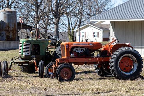 salem missouri unitedstatesofamerica orange green rural tractor allischalmers oliver