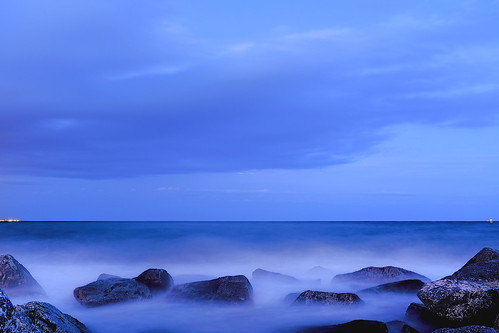 sea seascape mar mare sky skyscape cielo water coast costa rock wave color colour blue blau blu azul cloud dusk anochecer light dark darkness longexposure nightfall nightshow night nightview nightshot outside outdoor