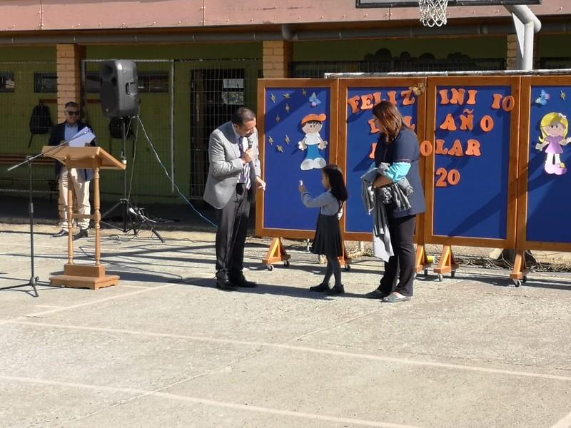 Con la bendición de Dios se da inicio al año escolar en la Escuela San Pedro de Laraquete