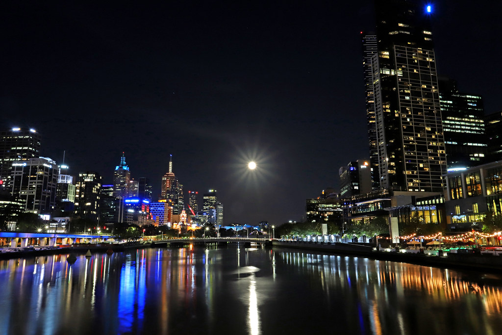 Moon rise over Yarra River on Moomba night