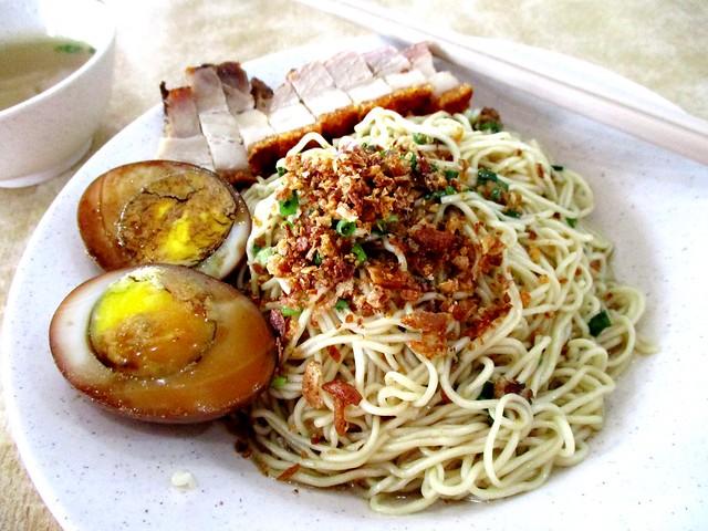 Kampua mee with siew yoke & stewed egg