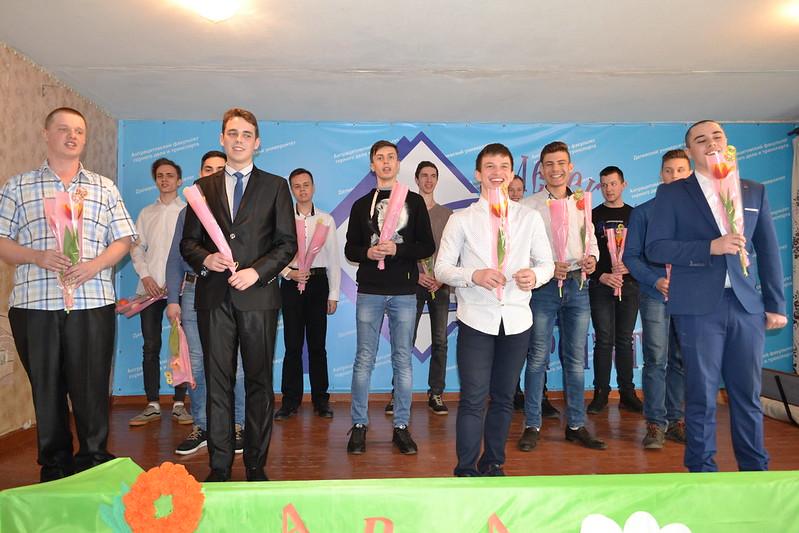 Праздничный концерт «Женщина по имени весна» прошел на Антрацитовском факультете горного дела и транспорта