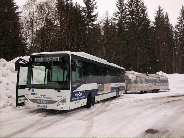 Iveco Crossway GNC FL-442-WL Autocars Borini + Caravane Airstream AK17 CKX Megève (74 Haute-Savoie) 02-03-19a