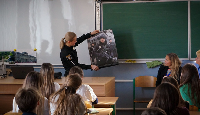 EUAM and UAWLE visit Kyiv school to speak about women in law-enforcement