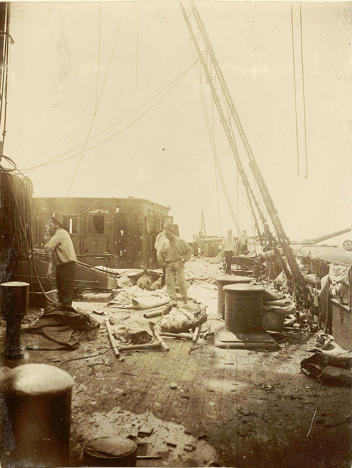 Палуба крейсера, повреждённого в бою