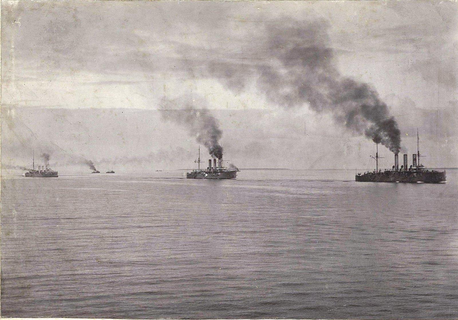 Крейсеры в море