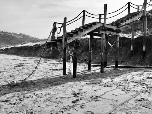 Las mareas vivas lleva una gran parte de las dunas de la playa de Zarautz 10-3-2020