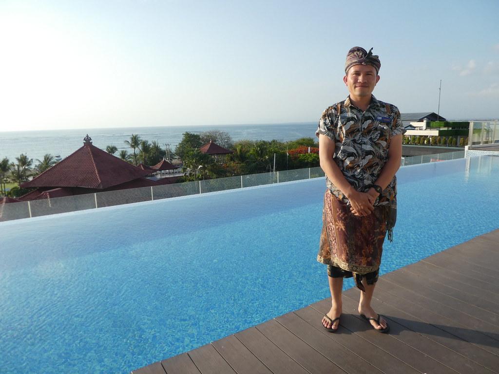 Holiday Inn Express Baruna Bali rooftop pool