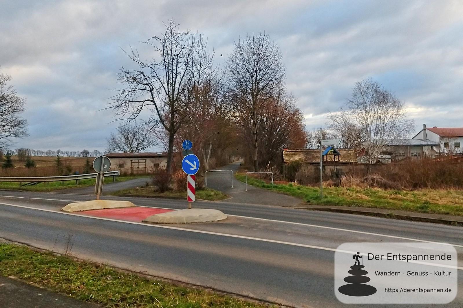 Übergang über L 425 in Selzen zum Radweg, ehemalige Bahnstrecke Alzey-Bodenheim (Amiche)