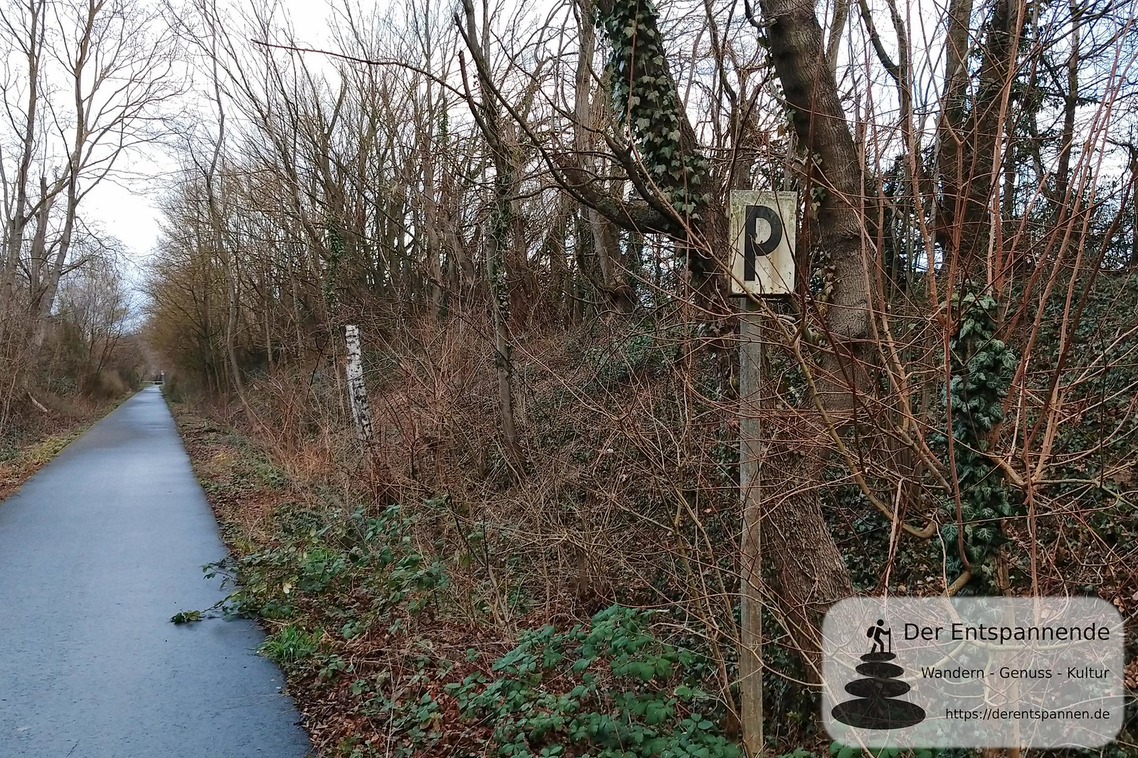 Pfeiftafel der Bahn bei Mommenheim am Radweg von Selzen nach Mommenheim, ehemalige Bahnstrecke Alzey-Bodenheim (Amiche)