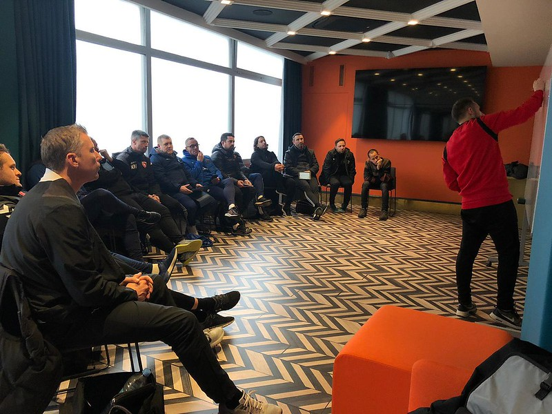 Day 5 | SD Eibar Head of Methodology Jordi Clares leads an interactive meeting 2