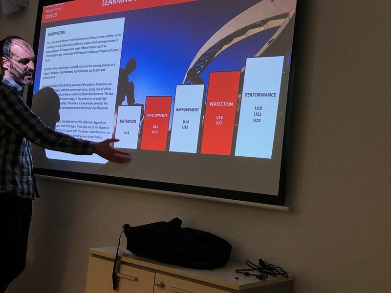 Day 1 | Athletic Bilbao Head of Methodology Andoni Bombín delivers a talk