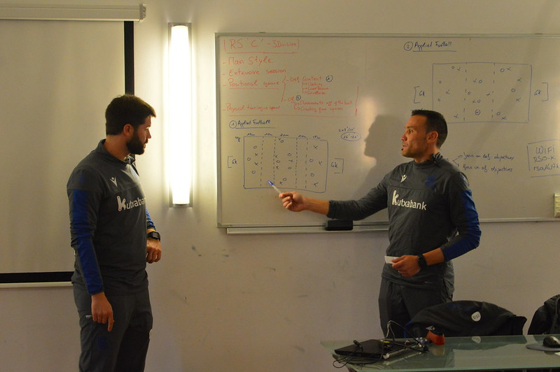 Day 4 | Real Sociedad Coaches discusses his session plan for afternoon training 1