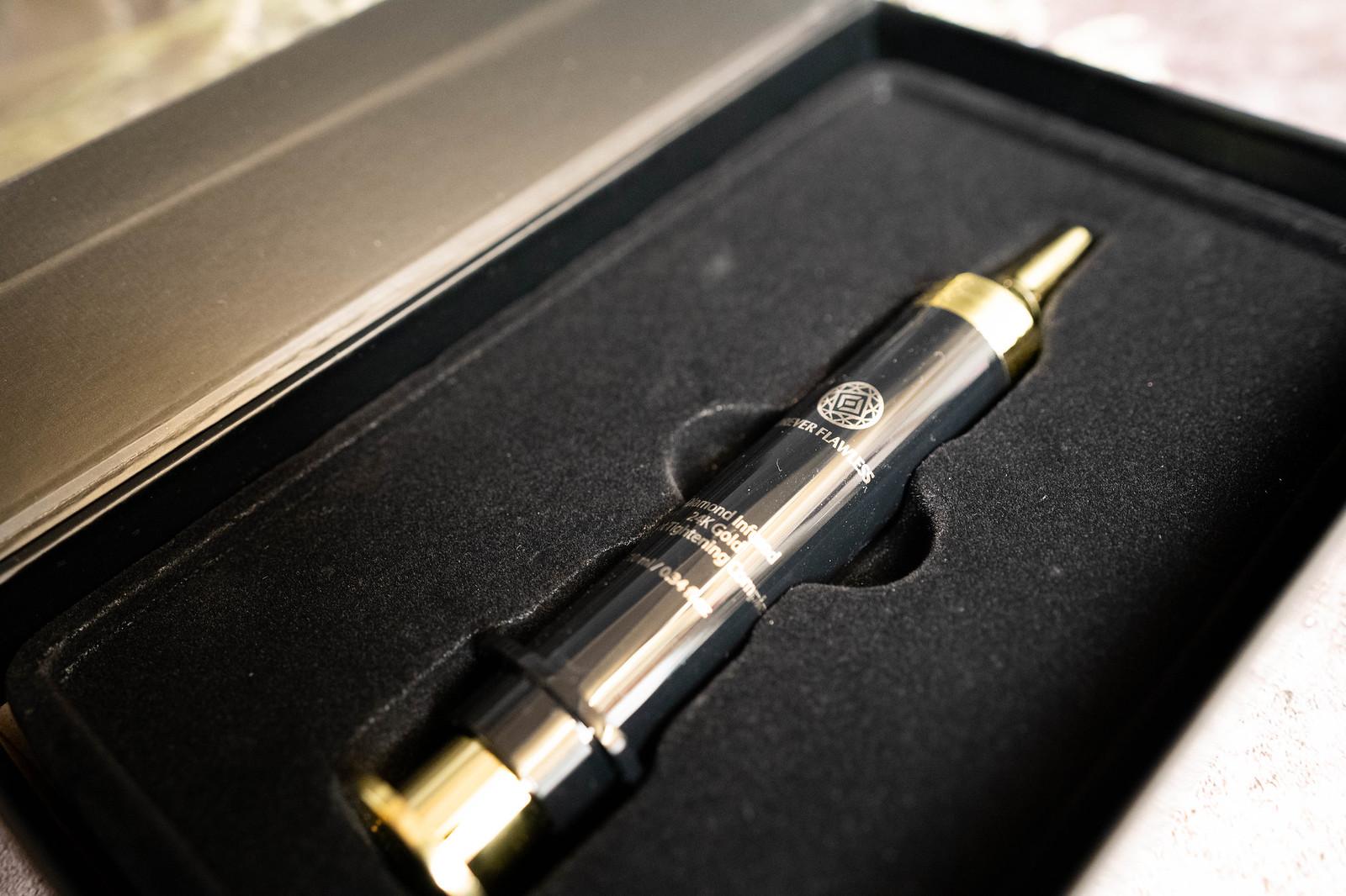 Forever Flawless 24K 黃金緊緻修護筆