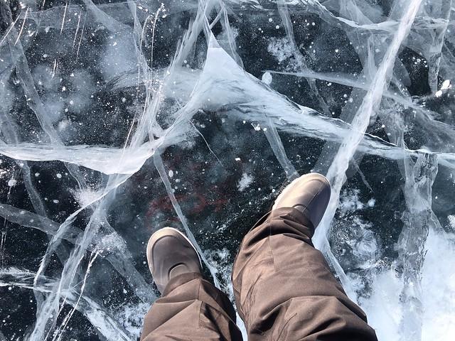 Pisando hielo en el Lago Baikal